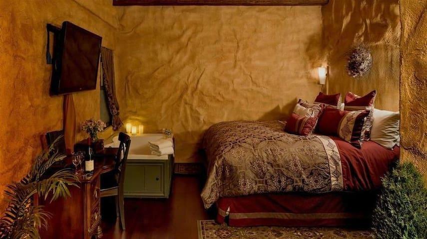 Bella Tuscany, An Old World Inn-Cabernet House
