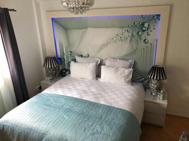 Luxury and Cozy one bed flat at Chelsea!!