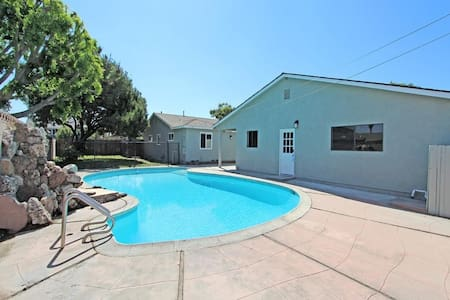 Bright Large 2 Bedroom Private Guest House w/ Pool