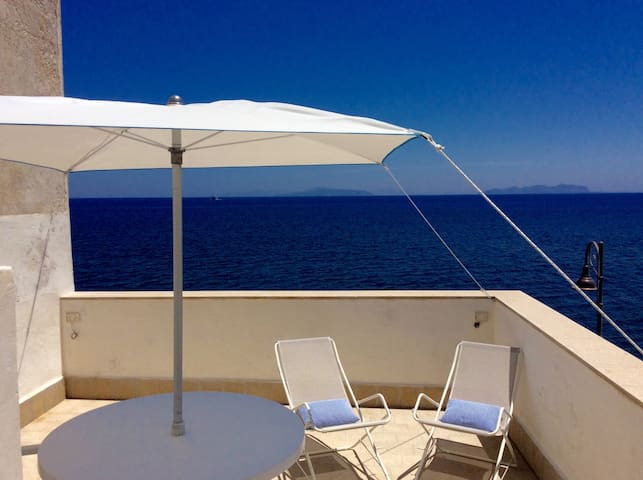 Una terrazza esclusiva con splendida vista mare - Appartamenti in ...