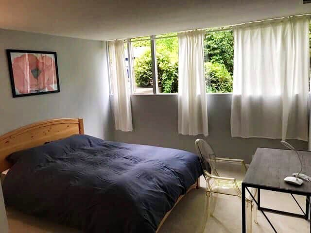 Comfortable room in house near downtown Bellevue