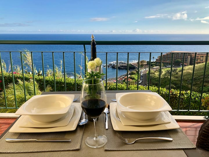 Oceanic - Stunning Ocean Views with Large Balcony