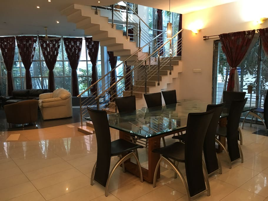 Common Dining Space for All Guests on the 1st Floor
