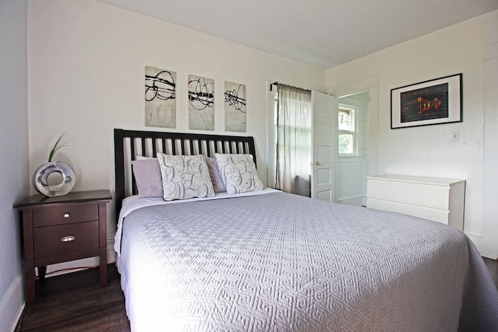 Portland Close to Downtown & Airport!