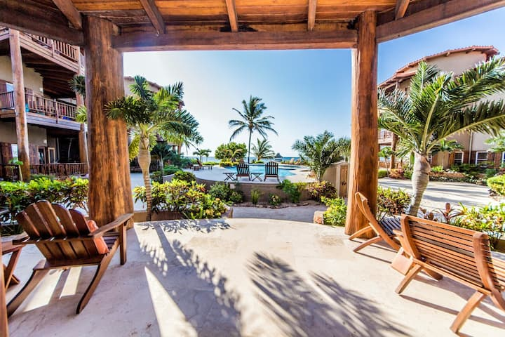 Luxurious beachfront condo, perfect for family or friends getaway vacation!