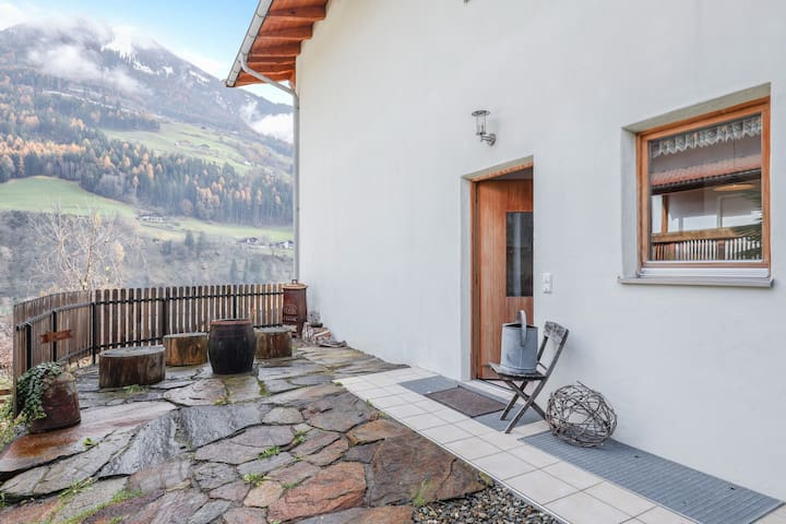 Cosy Apartment Jaufen on the Keldererhof with Mountain View, Balcony, Garden & Wi-Fi; Parking Available, Pets Allowed