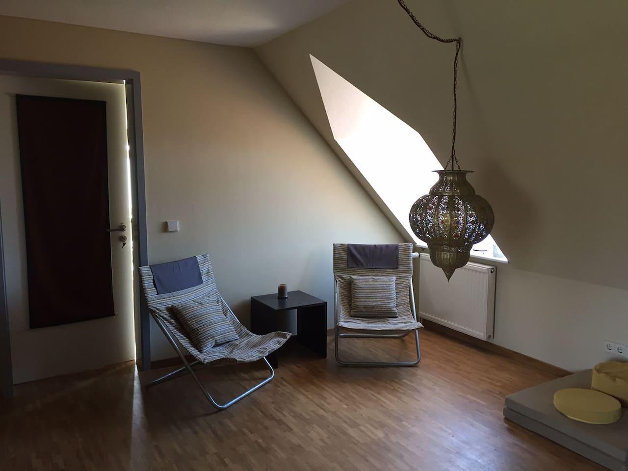 Sitzgelegenheiten in der Lounge