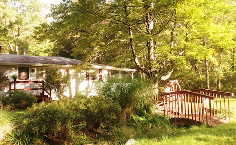 A Lake Vacation Home In a Peaceful Quiet Setting!