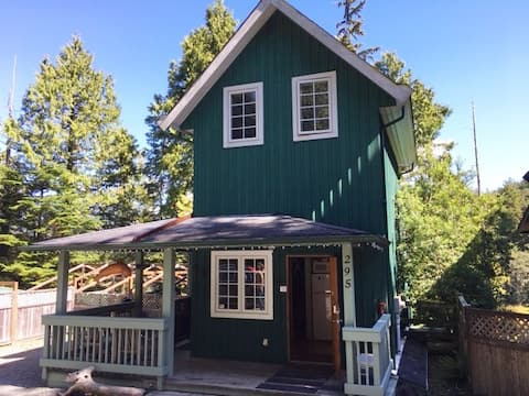 Ucluelet Cottage with Water Access