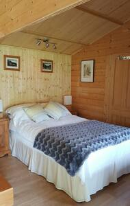 Comfortable Self Contained Chalet close to LHR - Chalet
