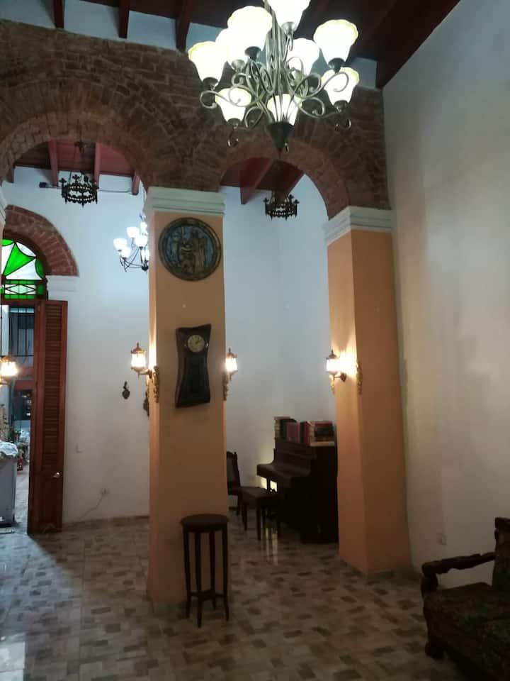 Casa Bravo Colonial 1920