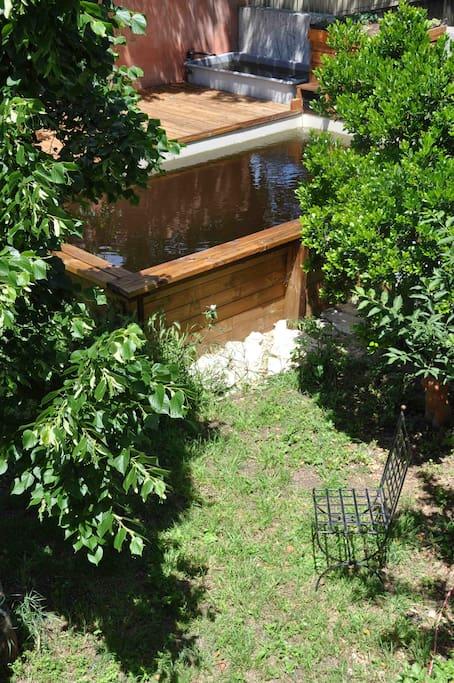 La piscine, vue du balcon
