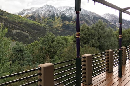 Open, airy mountaintop home w/stunning views!