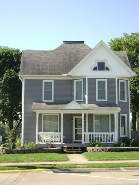Lisa's Place Guest House and Short-term Rental
