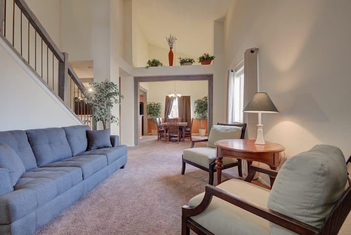 Spacious Colorado style home. 8 beds!!