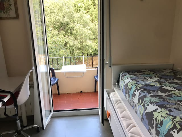 Prívate rooms with bathroom. Pedralbes, University
