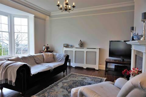 Double room in Regency Home, Weymouth