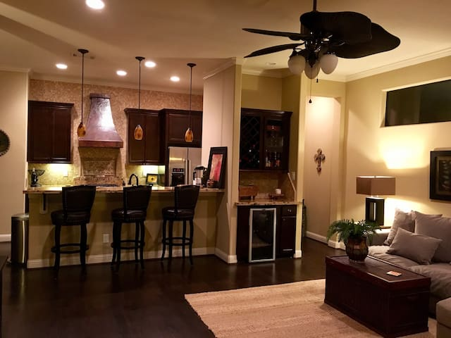 Enjoy our BEAUTIFUL new home in The Heights!! - Houston - Hus