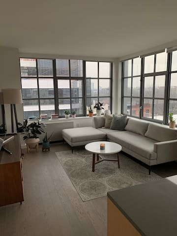 Bright, Modern room in Prime Williamsburg location