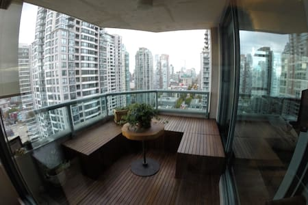 A very spacious 2brm 2 bth apt in the heart of vancouver. Less then a 5 min walk to almost anything downtown. Fully stocked kitchen and outdoors activity closet for anyone looking to enjoy vancouver's culinary and outdoors activities.