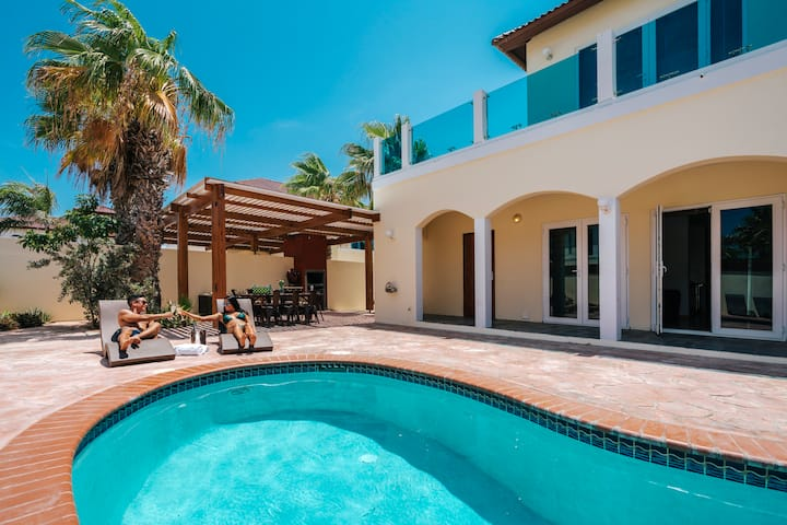 Super deal! Private Villa & Pool near Palm Beach