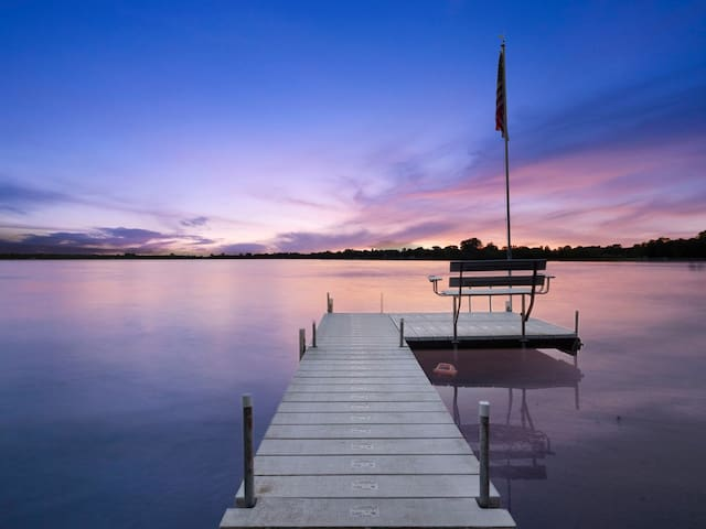 Gorgeous Lake Home Getaway W/ Hot Tub