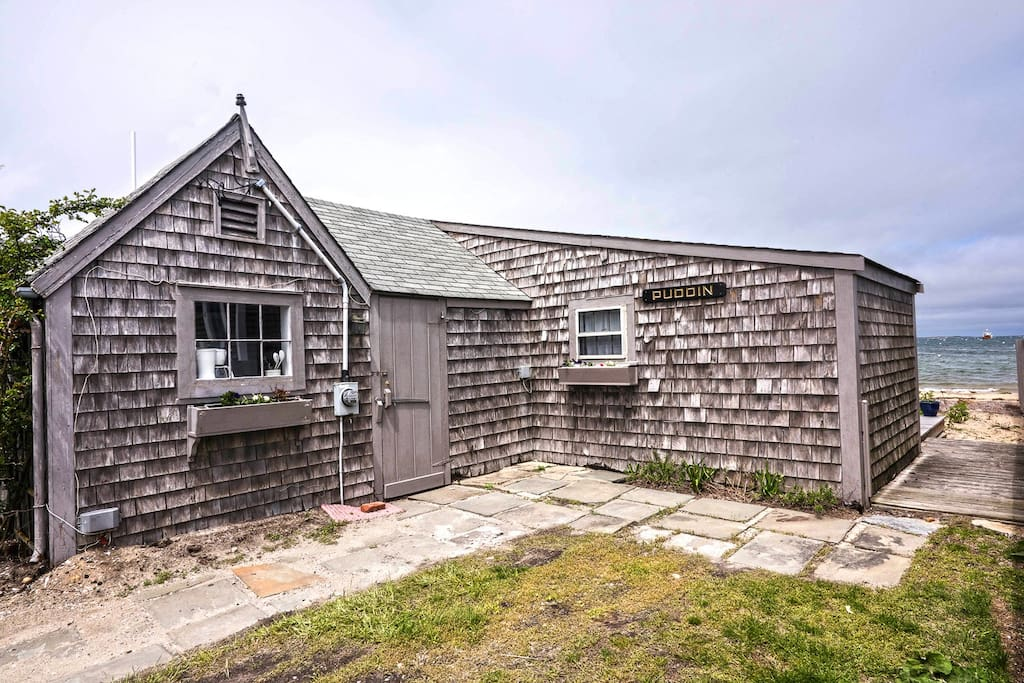 Classic Nantucket Scallop Cottage