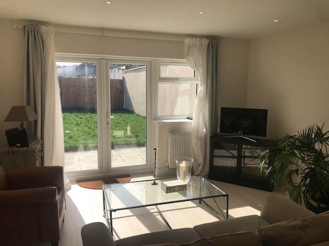AMAZING SHORT LET IN SOUTH LONDON. FURNISHED