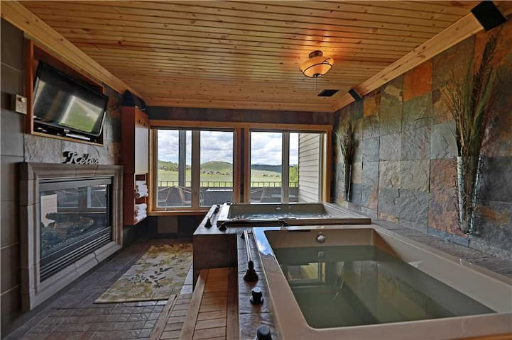 NEW - Premier Mountainside Condo at Granby Ranch with private hot tub