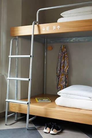 Camera quadrupla · Private room in a typical tenement block