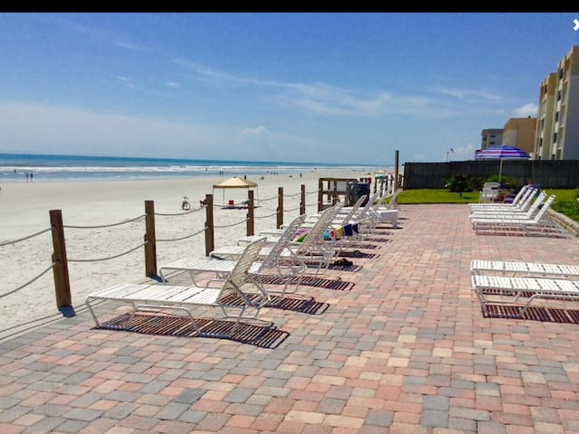 DIRECT OceanFront * Ground FLOOR WALKOUT to BEACH