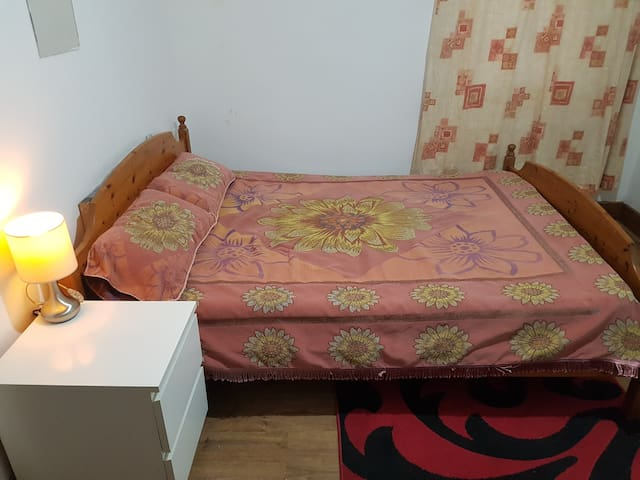 DUBLE BEDROOM IN BARKING 5 MINUTES WALK TO STTION