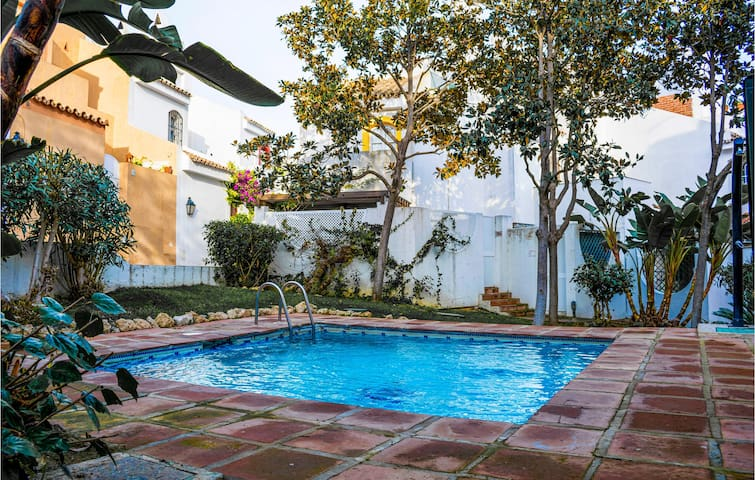 Semi-Detached with 3 bedrooms on 150m² in Marbella