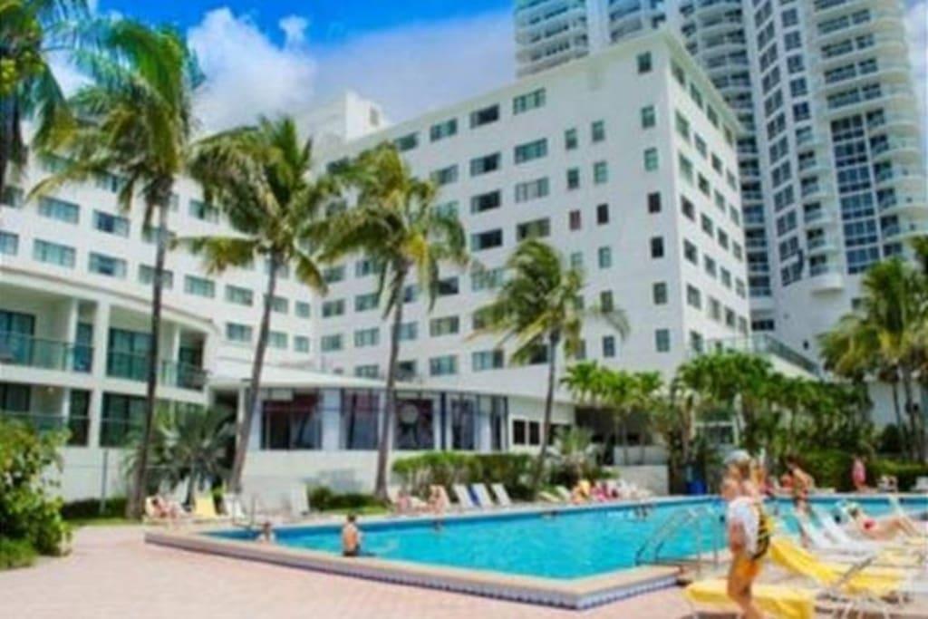 casablanca on the ocean sleeps 4 condominiums for rent. Black Bedroom Furniture Sets. Home Design Ideas
