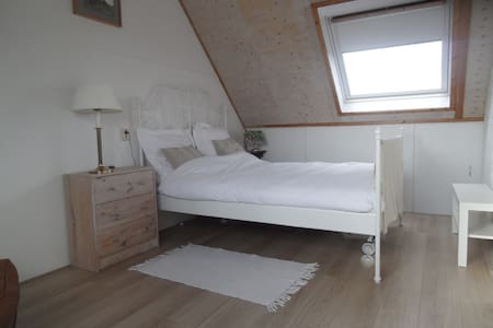 Een sfeervolle double bedroom vlakbij Amsterdam - Abcoude - Casa