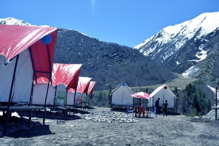 Deluxe Double or Twin Room with Glacier View (PP Camp)