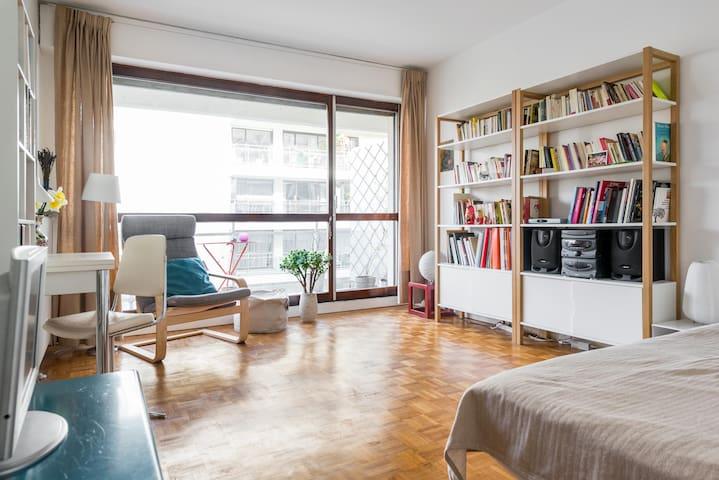 appartement avec balcon jourdain appartements louer paris le de france france. Black Bedroom Furniture Sets. Home Design Ideas
