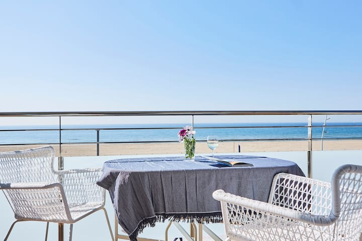 Casa Petit Bateau charming beachfront apartment - Castelldefels - Apartament