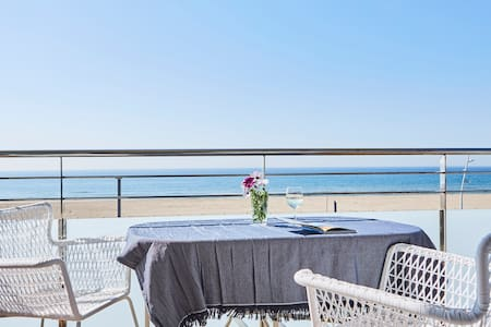 Casa Petit Bateau charming beachfront apartment - 卡斯特拉德佛斯 - 公寓