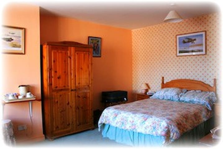 Double room with ensuite and separate entrance M