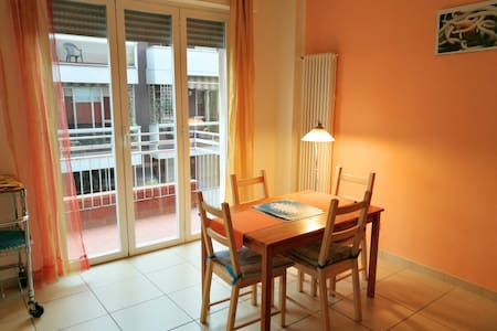 Colorful flat located in the city center - ビアレッジョ