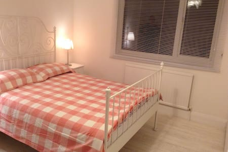 10min walk to train/direct links london Brighton - Coulsdon