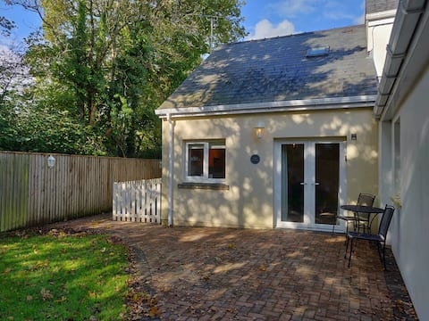 Modern one bed cottage in delightful setting
