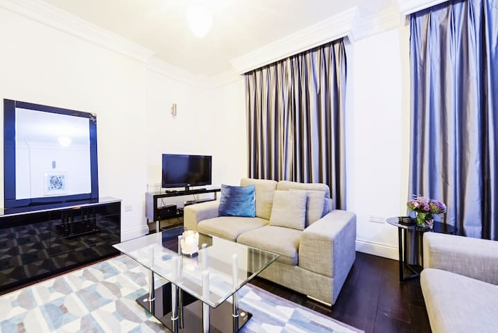 Comfortable Two Bedroom Apartment In Knightsbridge