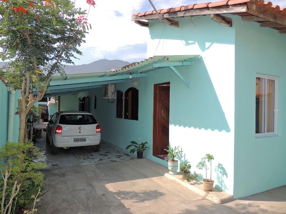 Vista geral da fachada da casa