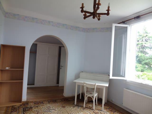 Studio dans maison de ville - Tarbes