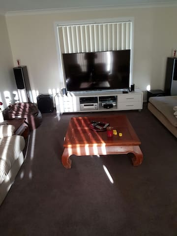 High Set Ducted Air Con Near Parklands - Beenleigh - บ้าน