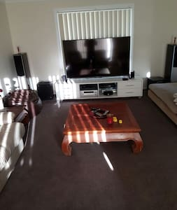 High Set Ducted Air Con Near Parklands and Shops - Beenleigh - Dom