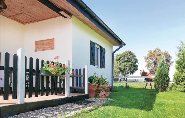 Holiday cottage with 1 bedroom on 36m² in Slawno