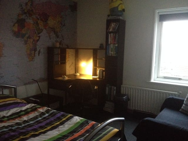 nice room in quiet neighborhood - Nijmegen - Hus